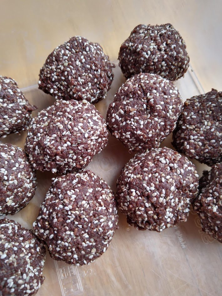 Cacao bliss balls